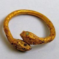 Pompei, ritrovato negli scavi l'anello d'oro di una fuggiasca