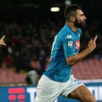 Napoli, missione compiuta: Albiol piega il Genoa e gli azzurri tornano a