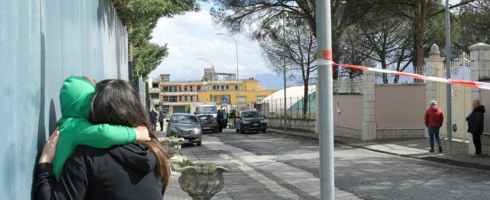 Donna uccisa a Terzigno, aveva appena accompagnato la figlia a scuola: ricercato il marito