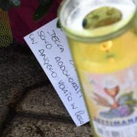 Femminicidio a Terzigno, fiori e biglietti: