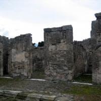 Pompei, tessere del mosaico della casa del marinaio rimosse da un turista