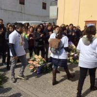 Femminicidio, ai funerali di Imma un corteo di magliette bianche con il suo nome