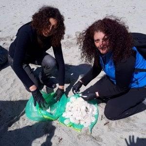 Caccia al dischetto, volontari all'opera: in Campania recuperati 10 mila filtri