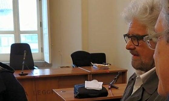"""Aversa, Beppe Grillo testimone in tribunale: """"Il Movimento è nato per cambiare il Paese, non per lucro"""""""