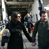 Salvini arriva a Ischia in traghetto: