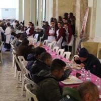 Napoli, pranzo di Pasqua per mille homeless: è la prima volta