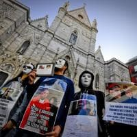 Vittime dei preti pedofili, sit in di protesta davanti al Duomo di Napoli