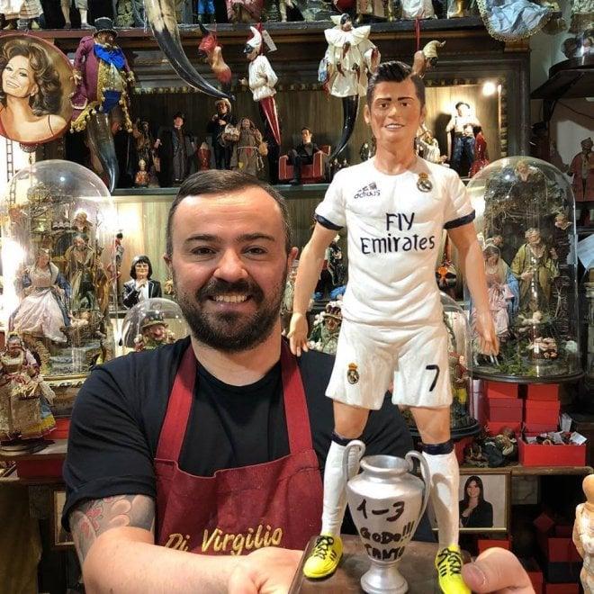 E a Napoli parte lo sfottò anti Juve con la statuina di Ronaldo