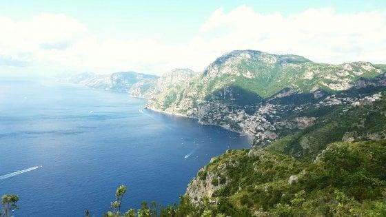Turista canadese accusa un malore e muore sul Sentiero degli Dei a Positano