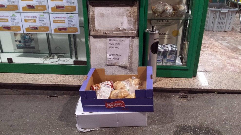 """""""Questo pane non è in vendita"""": al Vomero la merce invenduta per i bisognosi"""