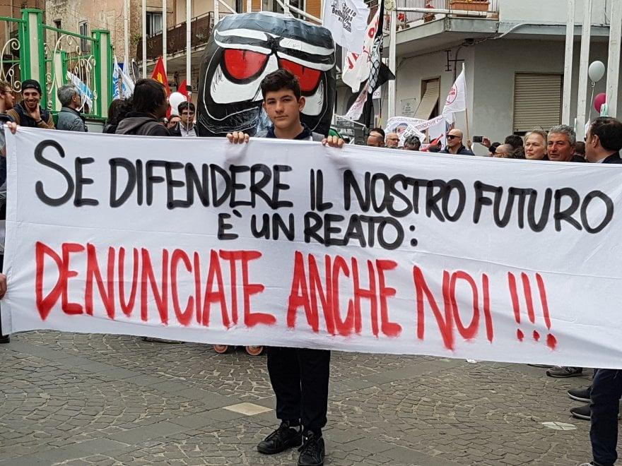 """Bellona, la protesta dei comitati: """"Se difendere la terra è reato, denunciateci tutti"""""""