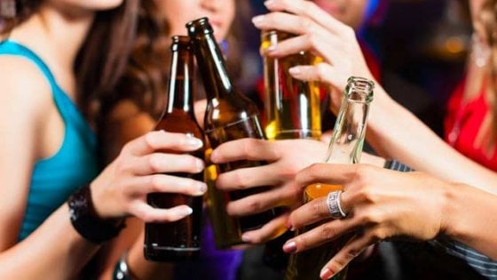 """I giovani e l'alcol,  oggi a Napoli il corteo. Ma il tossicologo: """"Genitori più vigili"""""""
