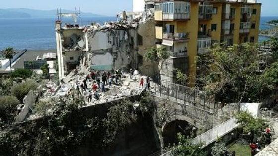 Crollo palazzina a Torre Annunziata, 16 avvisi di garanzia