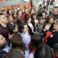 Susanna Camusso a Napoli, tra le lavoratrici dell'Auchan, che presidiano da 17 giorni la struttura: