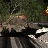 Maltempo: crolla ponte nell'Avellinese, strada interrotta