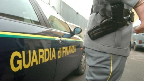 Napoli, falsi rimborsi: 28 indagati, confisca beni per oltre 25 milioni