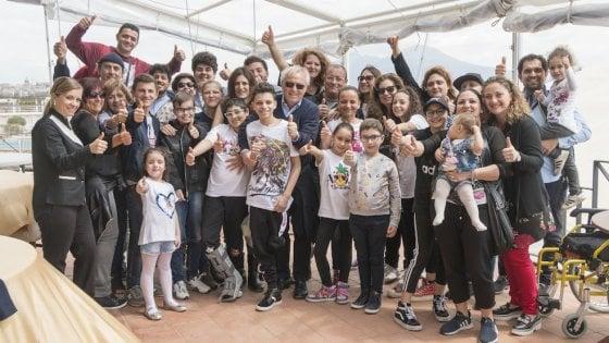 I bambini del Pausilipon in barca nel golfo di Napoli