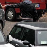 Parcheggiatori abusivi, 2400 padroni della strada a Napoli