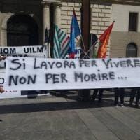 Potenza, sindacati in piazza: