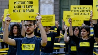 Migranti, flash mob Amnesty a Napoli: