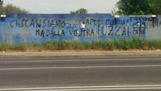 Calcio I Tifosi Della Fiorentina Contro Il Napoli Ci Scansiamo