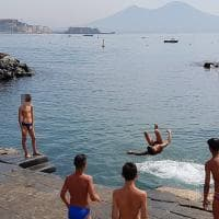 Napoli, i tuffi dei
