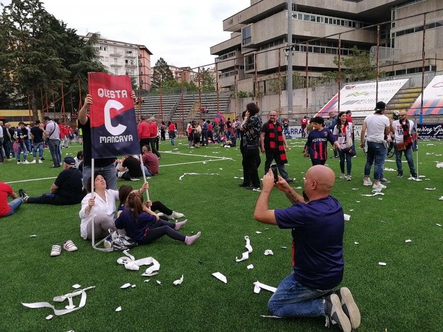 Dopo 10 anni il Potenza Calcio torna in serie C: la città é in festa