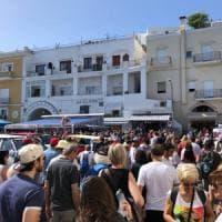 Boom primo maggio, +20% a Ischia, ma Capri si ribella al caos di Marina Grande
