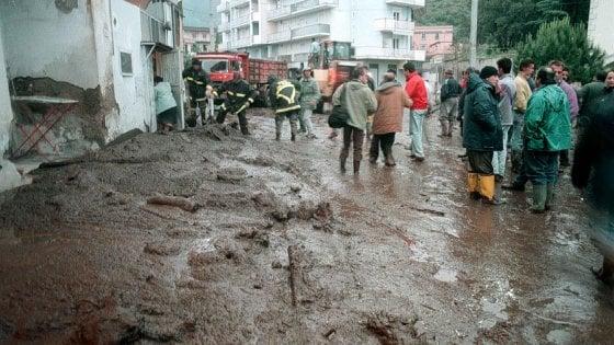 """Sarno 20 anni dopo, Mattarella: """"Una tragedia favorita dallo sfruttamento del suolo. Sia un monito per il Paese"""""""
