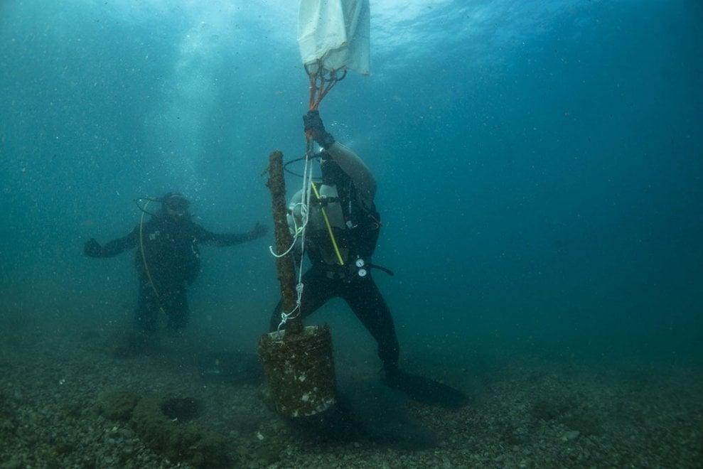 Sorrento, grandi pulizie sui fondali Marina Grande: il reportage è spettacolare
