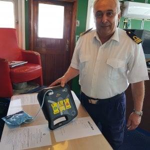 Golfo di Napoli, arrivano i defibrillatori semiautomatici sulle navi Medmar