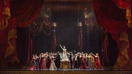 San Carlo, torna la Traviata dalle scene preziose
