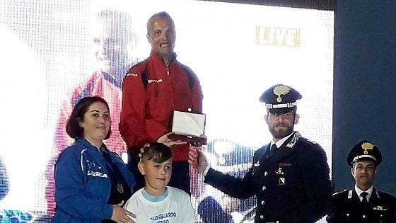 Salerno, carabiniere vince la corsa e dona il premio alla famiglia del collega scomparso