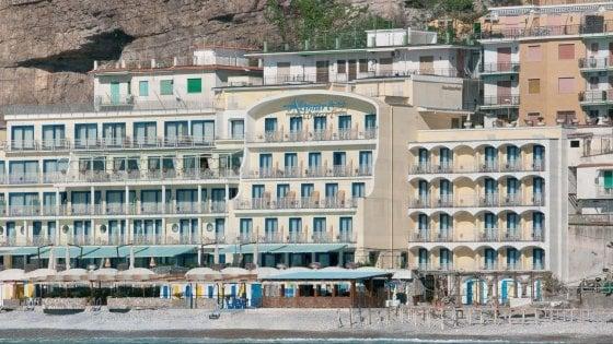 """Turista inglese violentata, la direzione dell'hotel: """"Arrestati licenziati, solidarietà alla vittima, noi parte civile"""""""