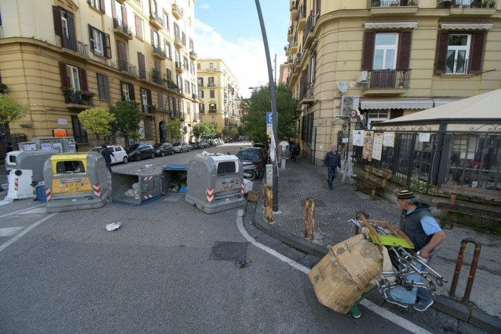 Parcheggio in piazza degli Artisti, rivolta in strada e Vomero in tilt