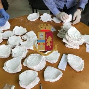 Reggiseni imbottiti di cocaina, sequestro da 700mila euro