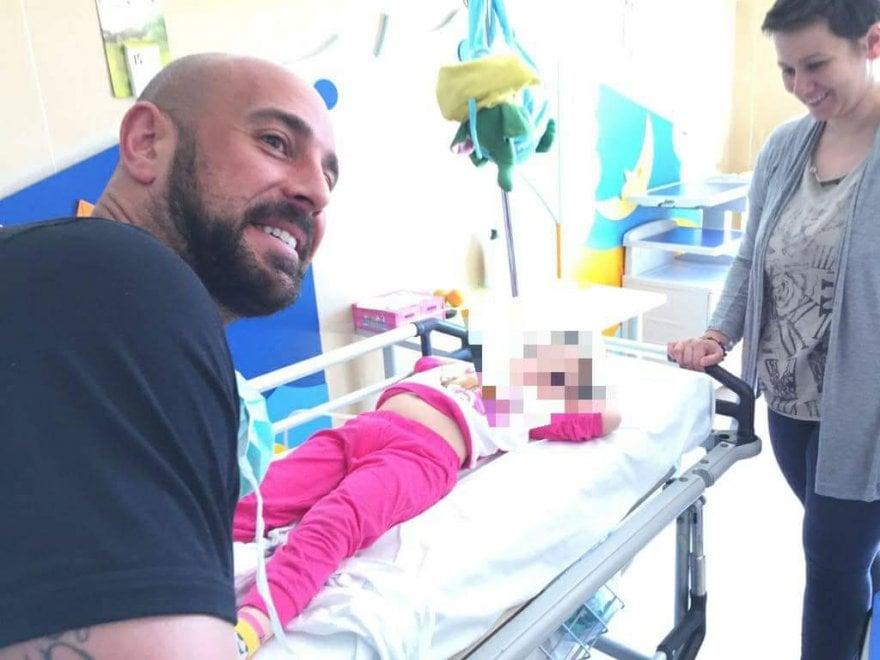 Pepe Reina in visita ai bambini del Pausillipon