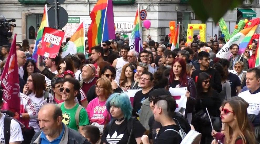 Ad Avellino in centinaia per la marcia contro le discriminazioni e l'omofobia
