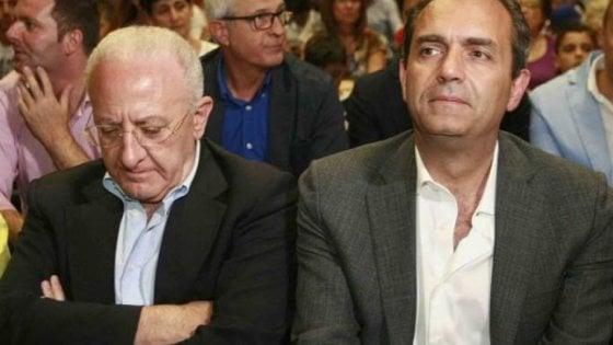 """De Luca contro de Magistris: """"Un mentitore, sequestratelo e sputate"""". Il sindaco: """"È fuori controllo, va aiutato"""""""