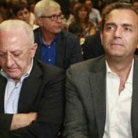 """De Luca contro de Magistris: """"Un mentitore, sequestratelo e sputate"""". Il sindaco: """"È..."""