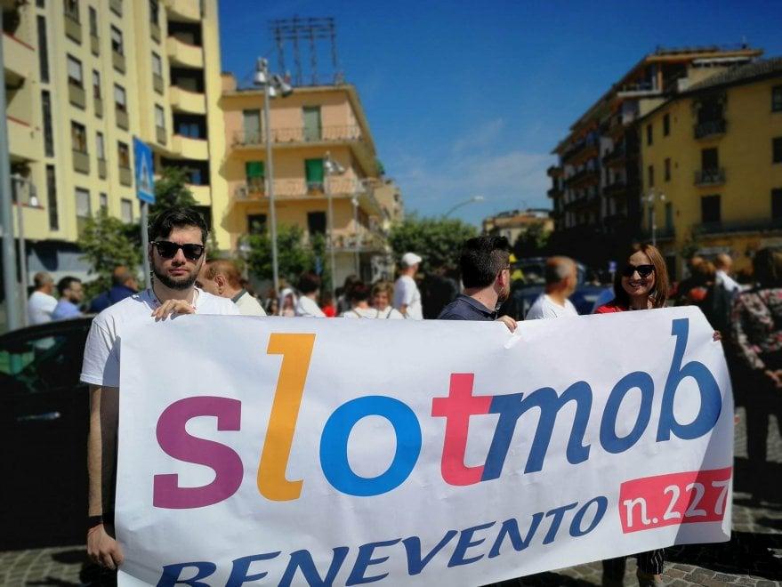 Benevento, in marcia contro le slot: c'è anche Mastella