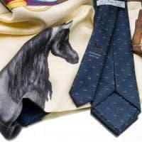 Cilento, un cavallo come simbolo di Napoli su cravatte e foulard