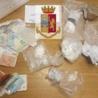 Napoli, arrestata coppia di pusher: aveva cocaina in casa