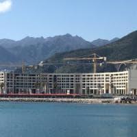 Salerno, il pm chiede 2 anni e 10 mesi per De Luca per l'ecomostro