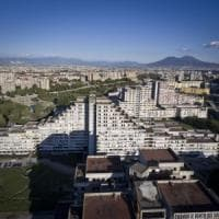 Scampia, cade da un piano alto delle dalle Vele: morto un 20enne nel giorno