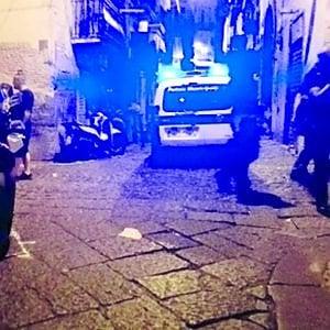 """L'autista dell'ambulanza pestato dalla folla al Vecchio Pellegrini: """"Io preso a colpi di casco da decine di violenti"""""""