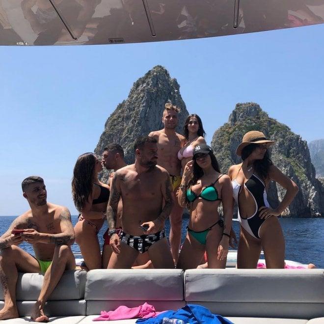 Niente Russia, Ciro Immobile si consola con il mare di Capri e Ischia
