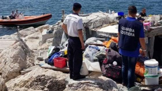 Guardia Costiera rimuove ormeggi abusivi su lungomare di Napoli