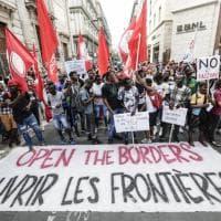 Migranti, mille persone in corteo al molo Beverello: