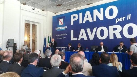 """Lavoro, firmato a Napoli un patto per il Sud. De Luca agli altri governatori: """"Battaglia comune sui fondi"""""""